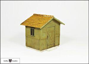 Kleiner-Schuppen-mit-Schindeldach-Fertigmodell-1-32