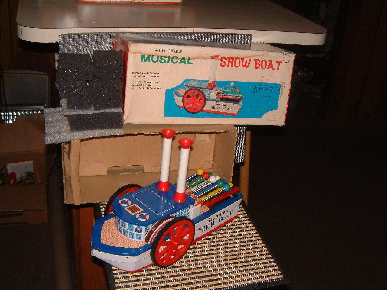 GAKKEN, GAKKEN, GAKKEN, TIN, BATTERY, MUSICAL SHOW BOAT. FULLY OPERATIONAL WITH BOX  RARE  f1f4f1