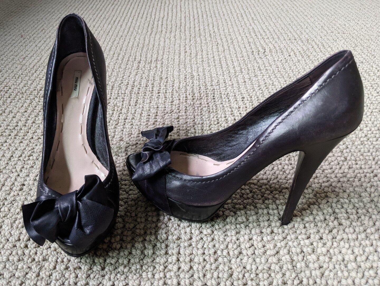ordina ora goditi un grande sconto Miu Miu Peep Peep Peep Toe Leather Bow (nero)  a prezzi accessibili