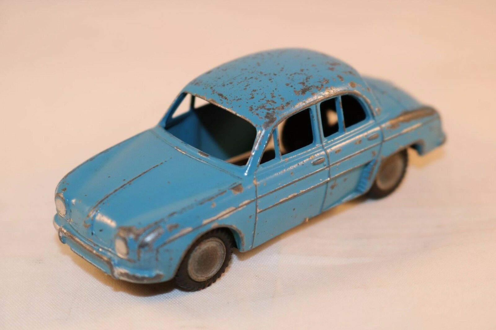 Lion Car Renault Dauphine bluee in good plus original condition made in Holland
