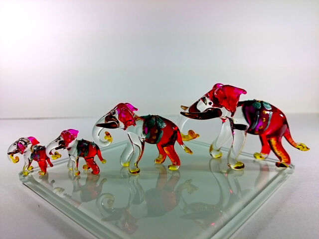 Set 4 Elephants Hand Painted Red Blown Glass Art Figurine Home Decor/Collection