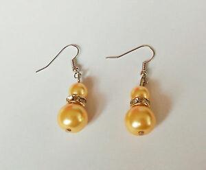 Boucle-d-039-oreilles-pendantes-double-perle-beige-8mm-et-1-2cm-et-strass-BPE77