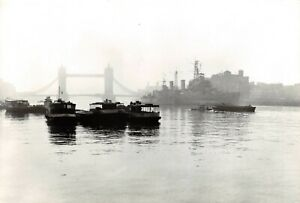 Postcard-A-Misty-River-Thames-London-by-Insight-Cards-70Y
