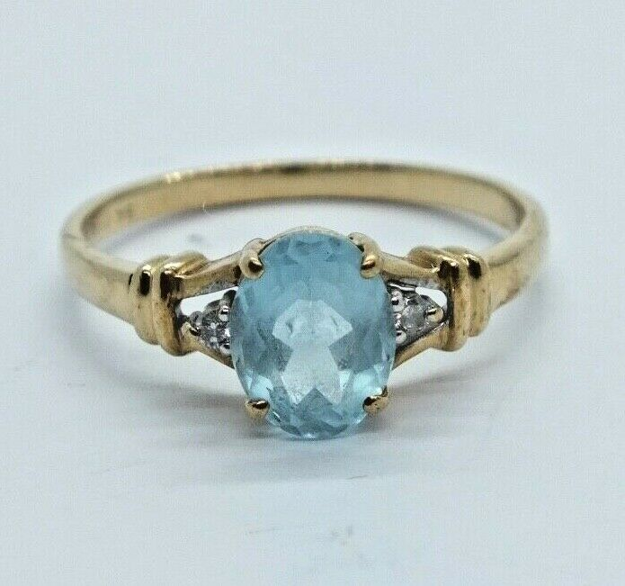 Vintage 9ct gold Topaz and Diamond Ring - Size N