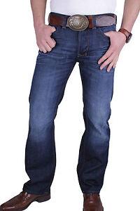 diesel pantalon homme jeans larkee coupe droite regular. Black Bedroom Furniture Sets. Home Design Ideas