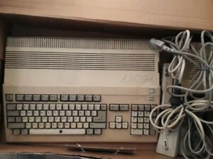 Vintage-Computer-Commodore-Amiga-500-as-in-the-photos-with-floppy-disks
