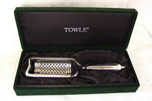 TOWLE-Silverplated-Silver-Grate-Grater-with-Handle-in-Green-Velvet-Box-NEW