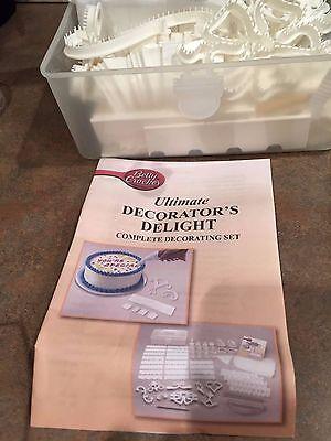 Betty Crocker 200 piece cake decorating kit and cake tray