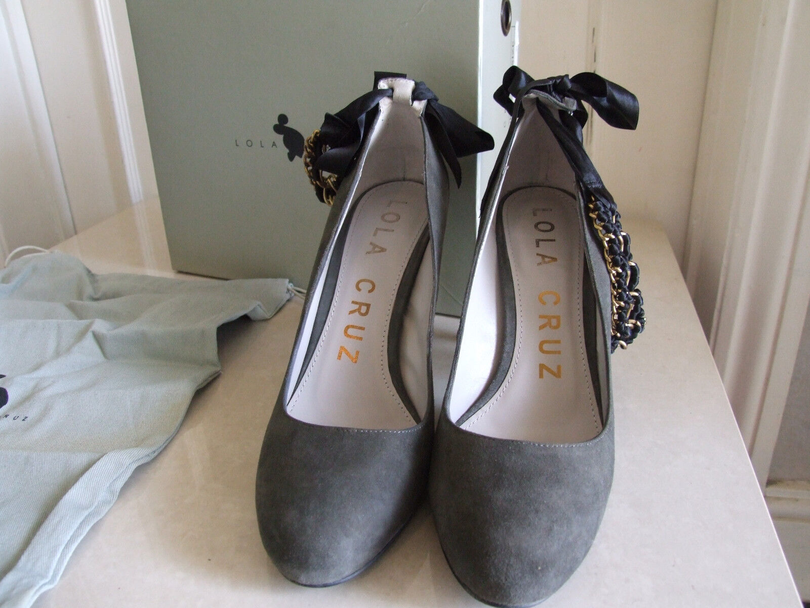 Lola Cruz UK 6 Exquisite Suade Stiletto Heels Eve Evening 39 Shoes Gold Chain EU 39 Evening 7a4c16