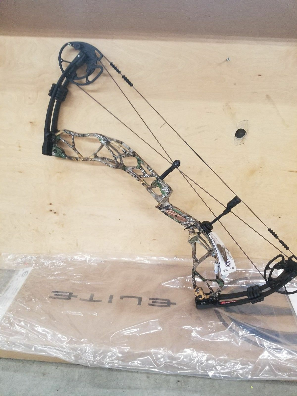 ELITE OPTION 7 COMPOUND BOW NEW SEALED BOX FACTORY WARRANTY