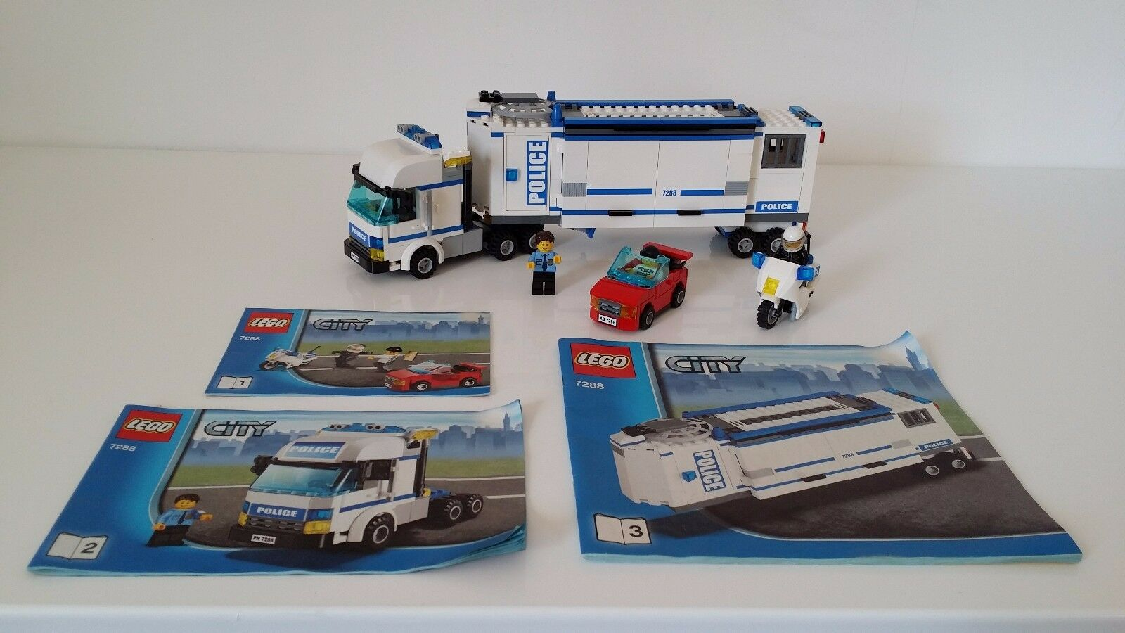 Lego Mobile Police Unit 7288 complete with 3 MiniFigures Car & Police Motorbike