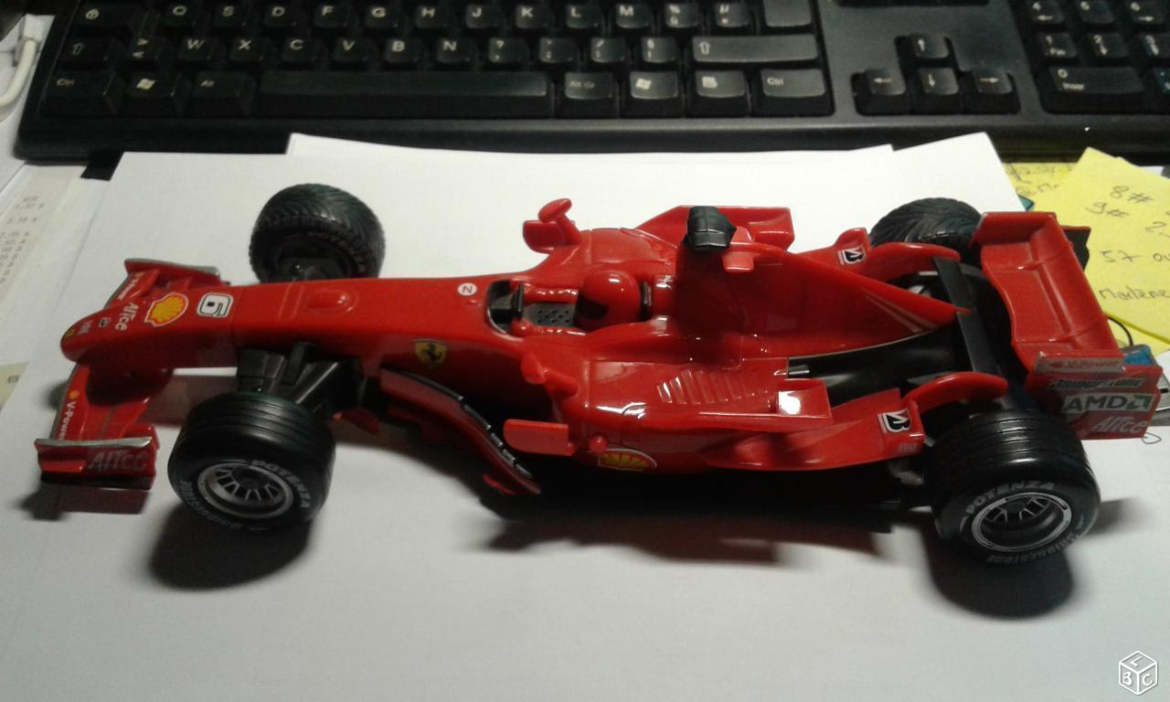 Cadeau de fin d'année, vente directe à l'usine Voiture miniature Ferrari, jouet de collection, effets sonores et lumineux.   Formes élégantes    Apparence Attrayante    Matériaux Soigneusement Sélectionnés    élégante