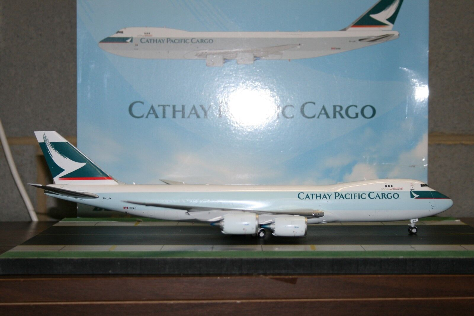 JC Wings 1 200 Cathay Pacific Cargo Boeing 747-8F B-LJM (XX2802) Model Plane