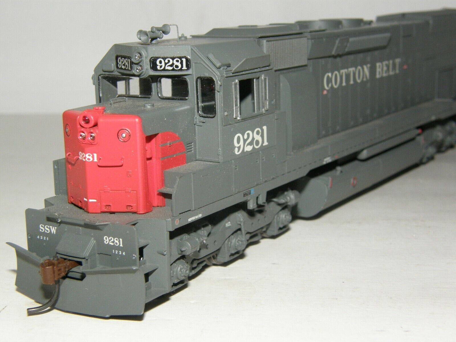 ATHEARN HO scale 94156 SD45T2 COTTON BELT  9281