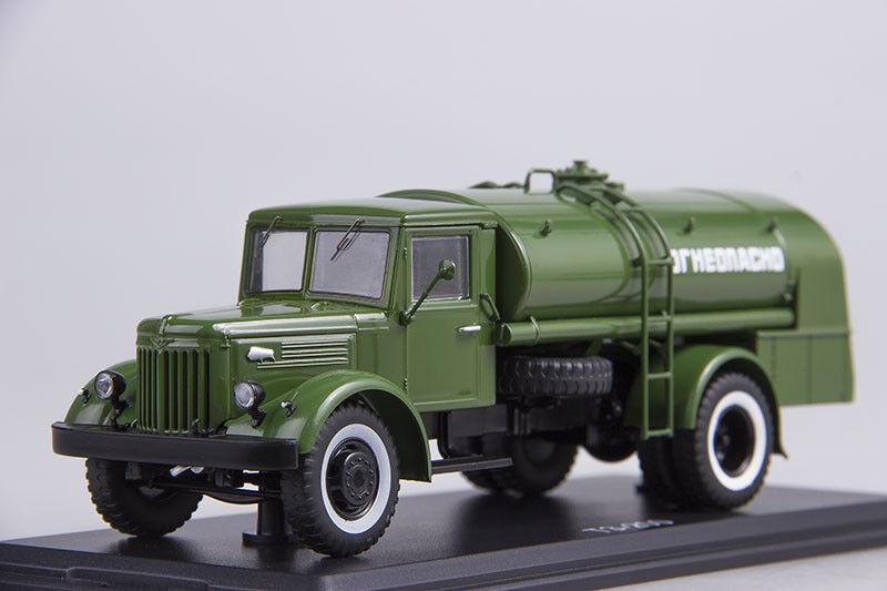 Modelo de escala camión 1 43 TZ-200 (en el chasis MAZ-200), el Ejército