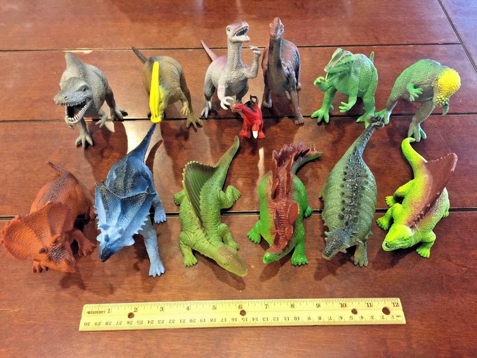 Viele 13 gemischte dinosaurier aus kunststoff