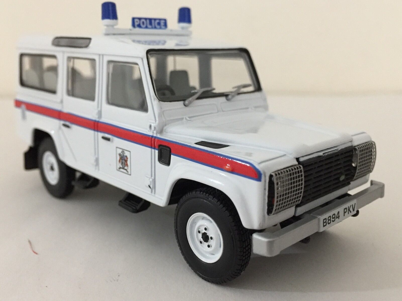 Corgi CC07702 Defender 110 Station Wagon - Thames Valley Police 1 43 NIB