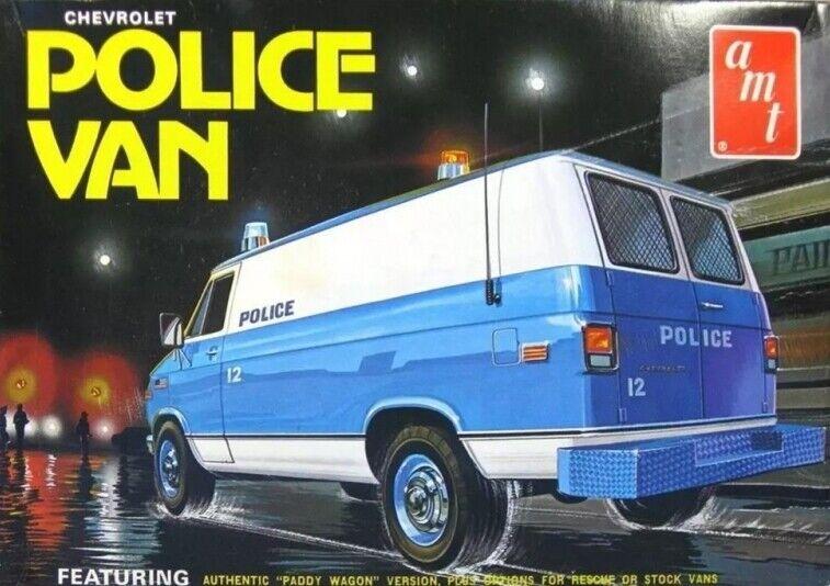 NYPD Chevy Police Van 3 -in -1 - Mycket detaljerat 1 25 skala AMT Plastic Kit