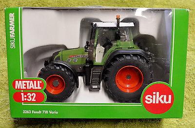 SIKU 3263 Tractor de Juguete Fendt 718 Vario
