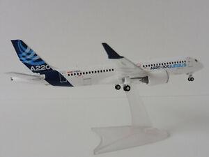Airbus-A220-300-1-200-Herpa-559515-Bombardier-CS300-HOUSE-COLOURS-C-FFDO