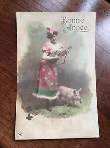 CPA-Ancienne-Carte-Postale-sepia-colorise-Bonne-Annee-Musicienne-Cochon-Voeux