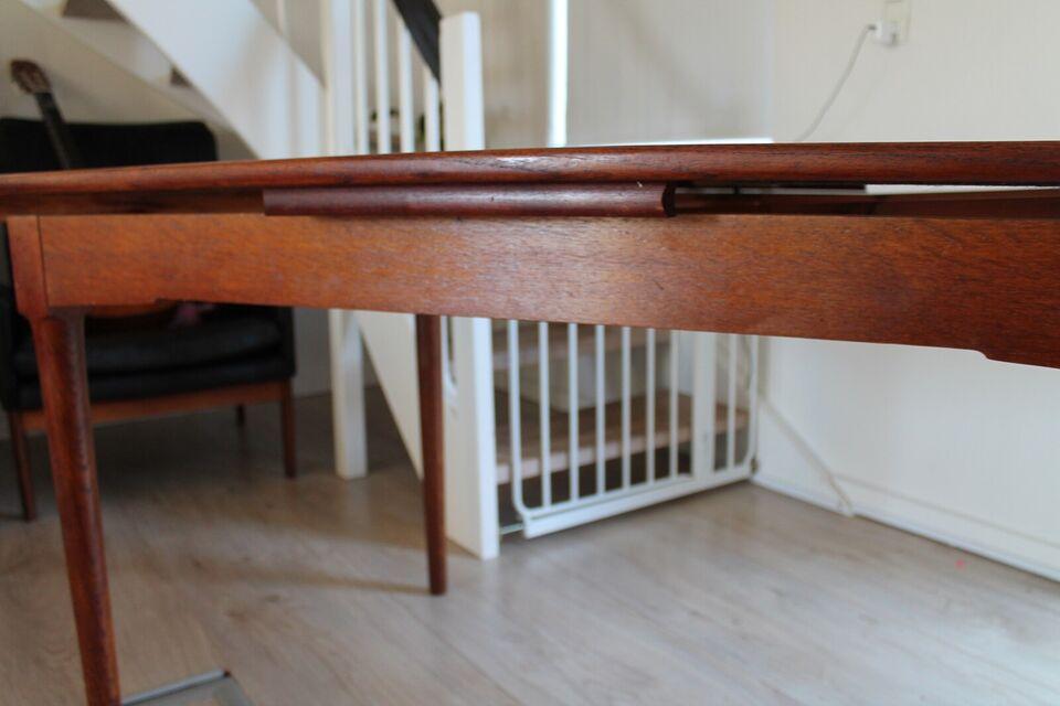 Anden arkitekt, Model 140, Spisebord
