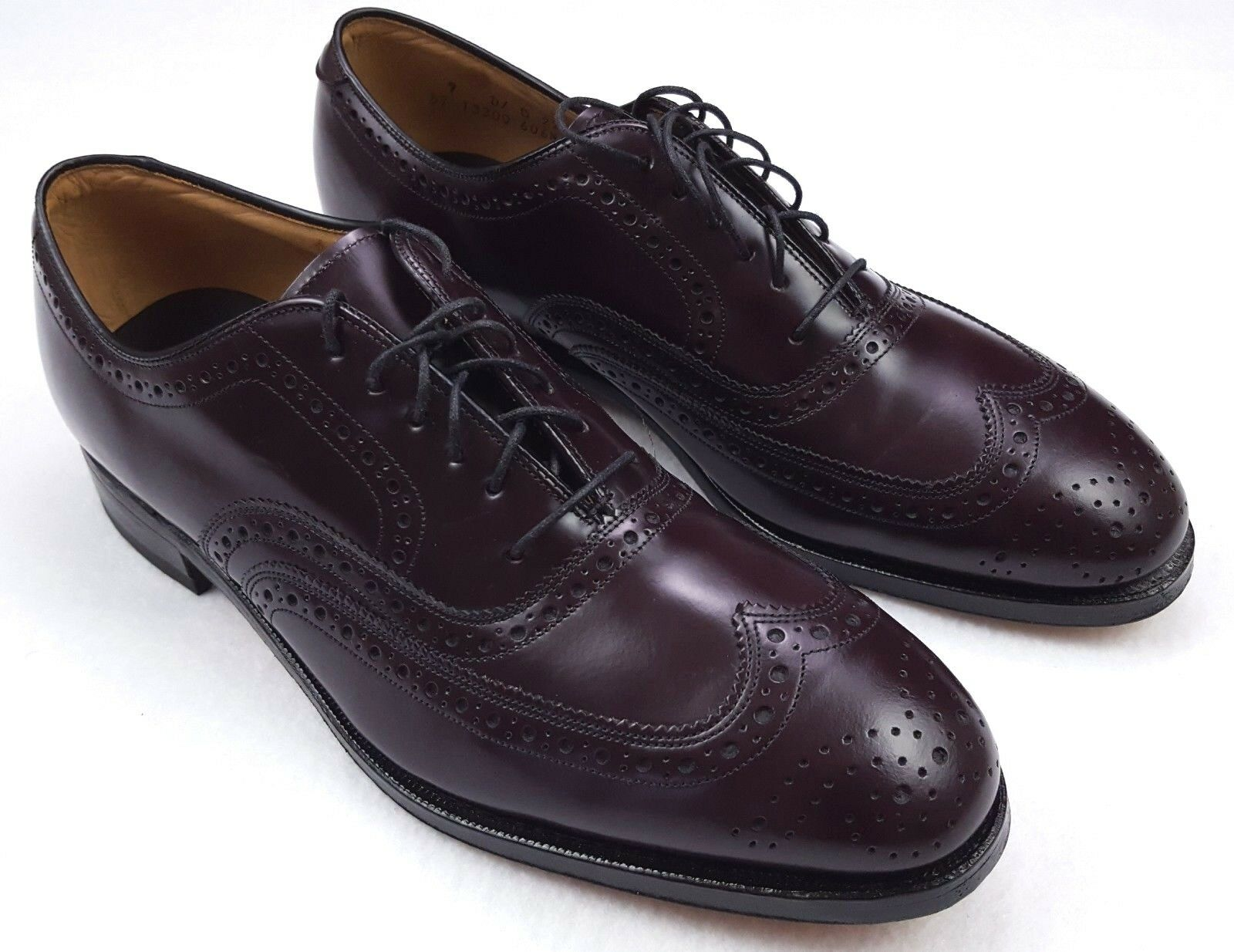 Johnston Murphy shoes Size 9 Brown Wingtip Mens D B Width Medium Standard shoes