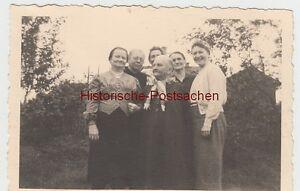 (f9575) Orig. Photo Personnes Sont Dans Un Jardin 1943-afficher Le Titre D'origine Vente Chaude 50-70% De RéDuction