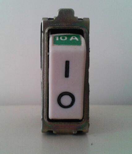 AVE 0712X10 INTERRUTTORE AUTOMATICO UNIPOLARE 10A250V MICROPIM SERIE GRATTACIELO