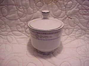 Sakurai-Made-Japan-Vintage-Sugar-Bowl-amp-Lid-Garden-Pattern-B-Z-435