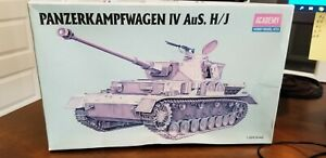 RARE-VINTAGE-NIB-PANZERKAMPFWAGEN-IV-AuS-H-J-1994-model-kit-NO-1328