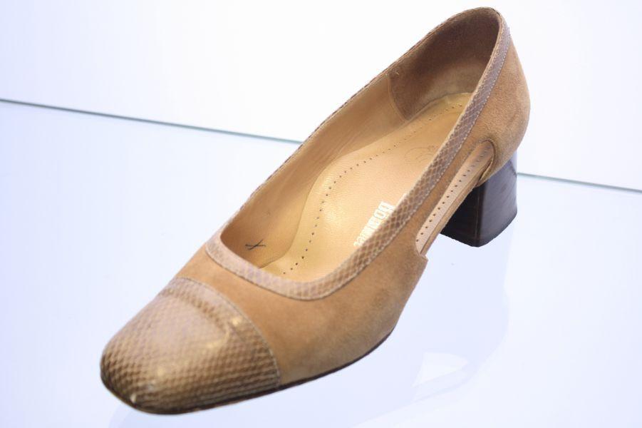 Van Bobble Pumps Beige Nubuck Leather shoes Wide H Size 39 (UK 6)