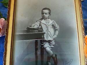 xix-photo-cadre-le-petit-garcon-au-tambourin-sous-verre-noir-et-blanc-38x30cm