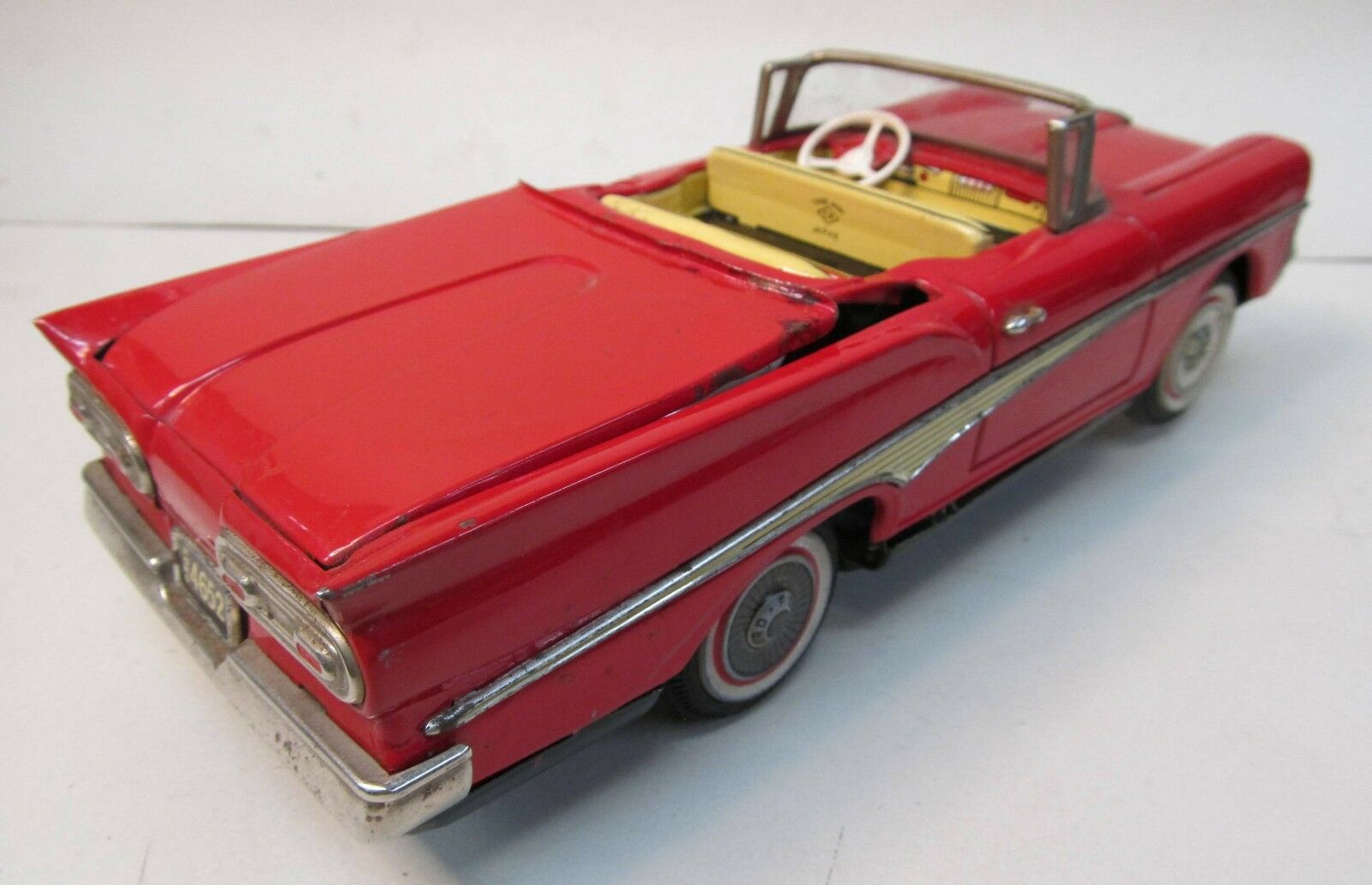 Kosuge FORD RETRACTABLE ROOF CAR 9  battery operated operated operated tin litho complete working bed3a3