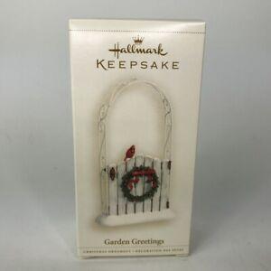Hallmark-Ornament-Garden-Greetings-Cardinal-on-Gate-Fence-Christmas-QXG3013-2006