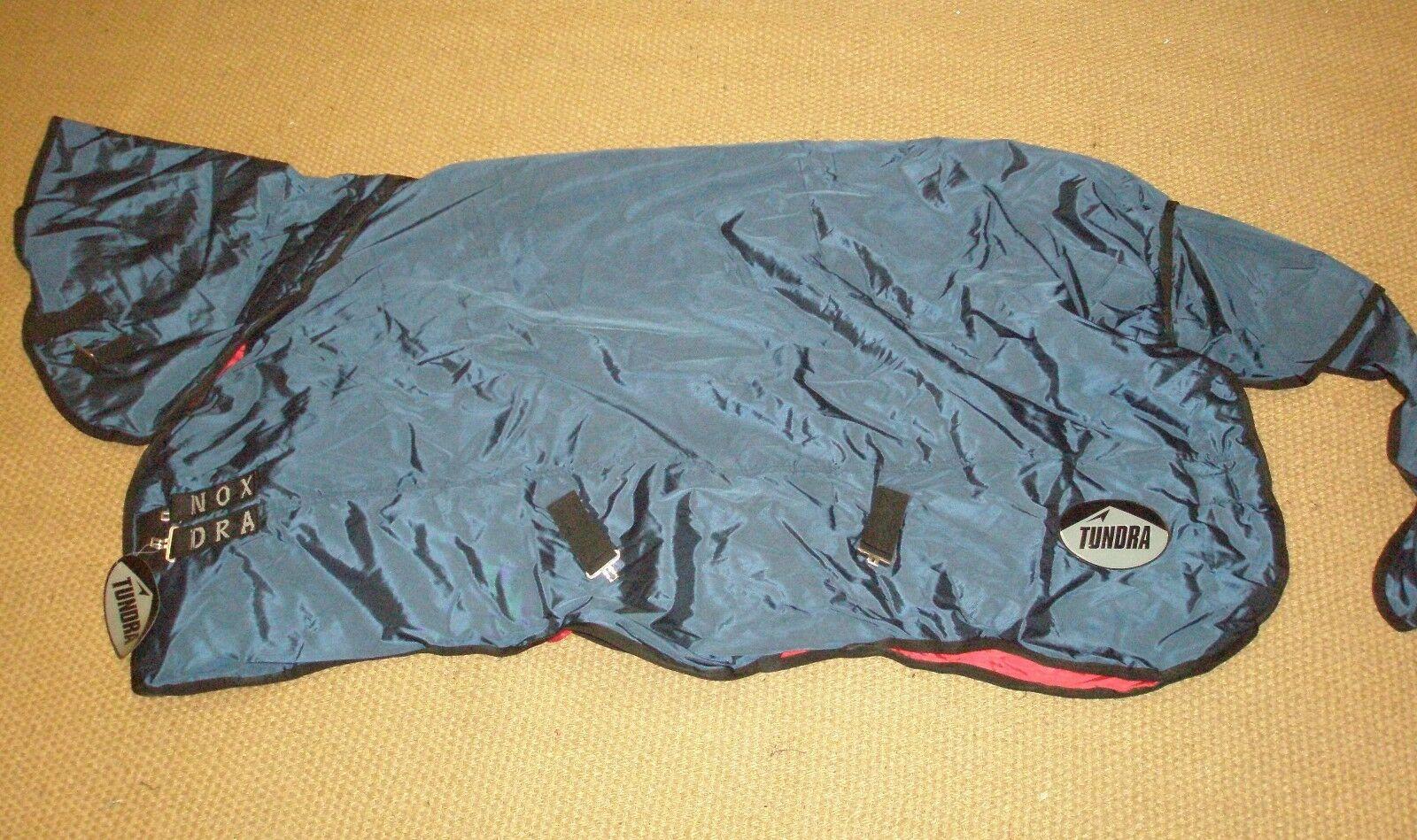 Equenox Tundra Medium Weight Turnout Rug Navy And Red - Size 5'9