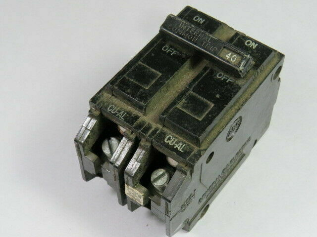 GE GENERAL ELECTRIC 20A 2P 120//240V CIRCUIT BREAKERS THQL220 LOT OF 10 10
