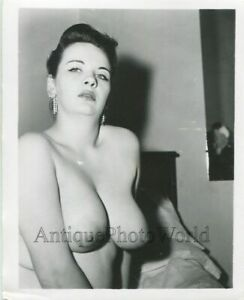 Sultry-large-breasted-nude-woman-vintage-pin-up-photo