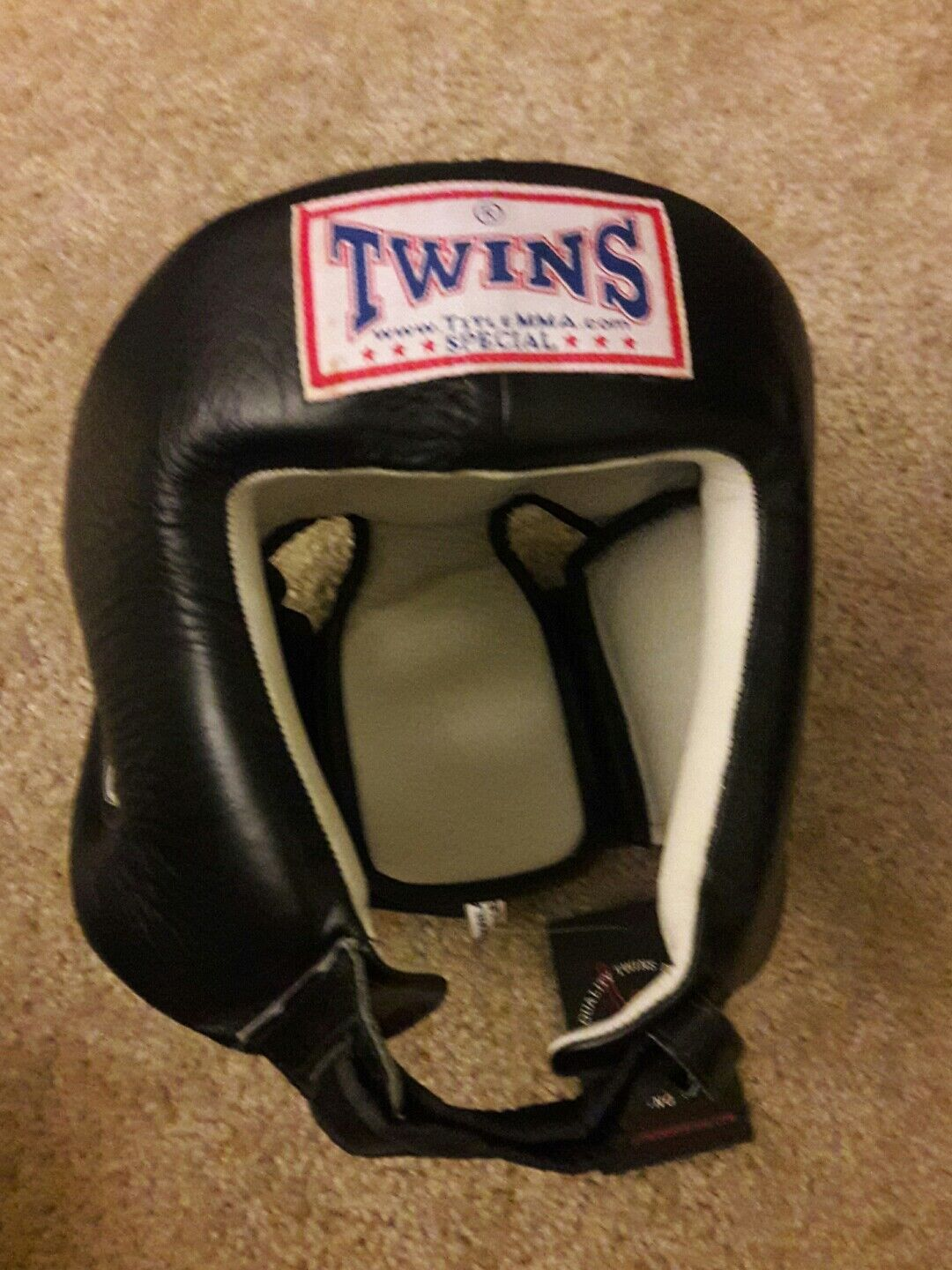 TWINS  Specials Head  Gear HGL-4, Muay Thai  for your style of play at the cheapest prices