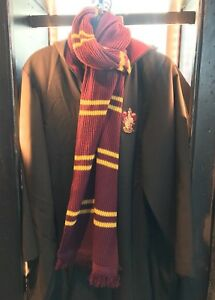 e78abcc083e Details about Universal Studios The Wizarding World Of Harry Potter  Gryffindor Scarf New