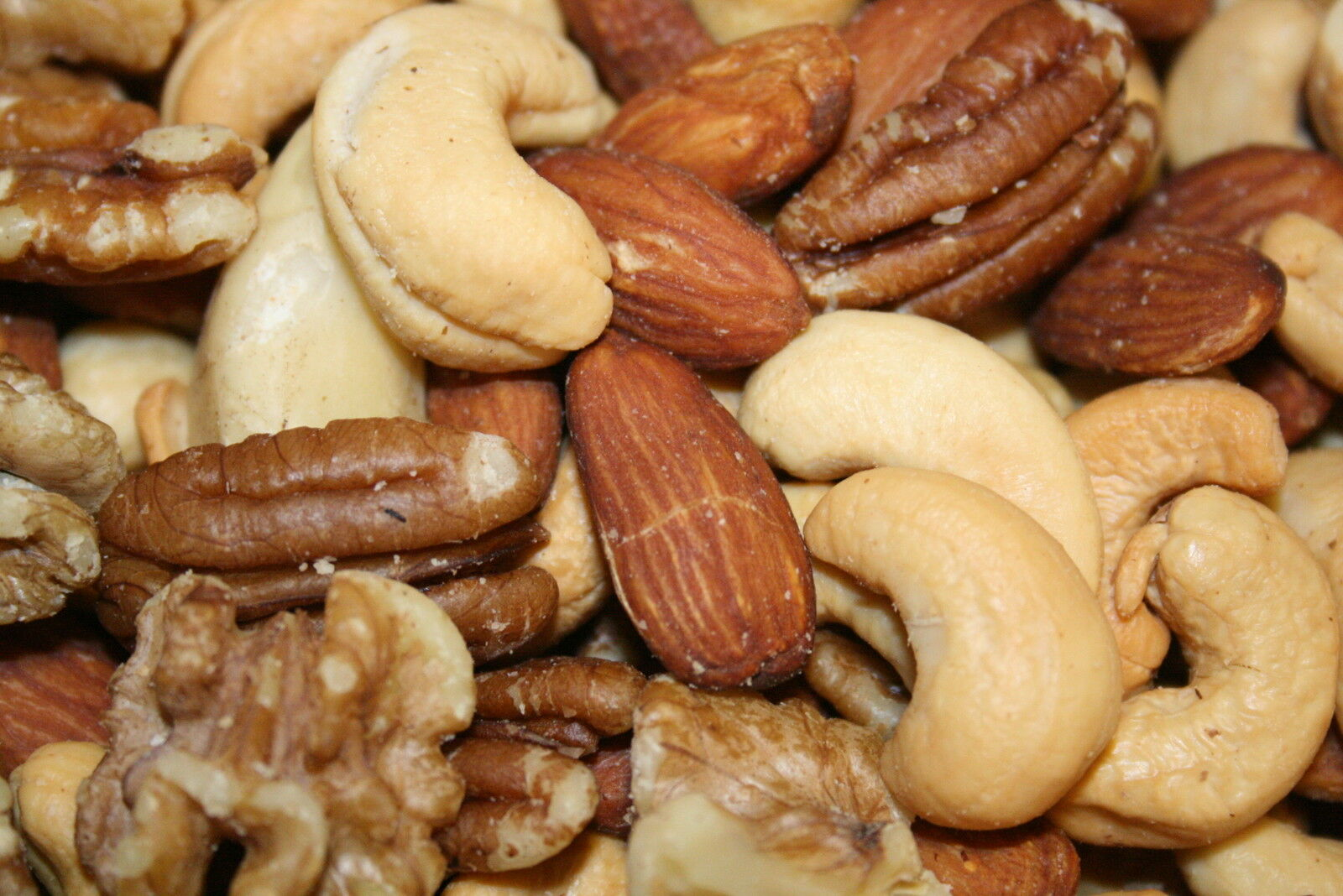 SweetGourmet Deluxe Mixed Nuts (Roasted & Salted), 1Lb