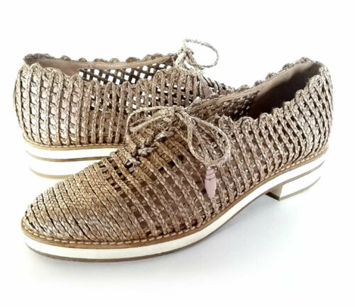 $385 STUART WEITZMAN 6 Lace up Taupe Perforated Ox