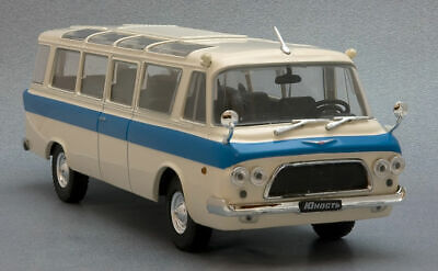 """1//43 Scale model ZIL-118 /""""Youth/"""" 1961 Auto legends USSR"""