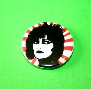 SIOUXSIE-AND-THE-BANSHEES-PUNK-GOTH-BUTTON-PIN-BADGE