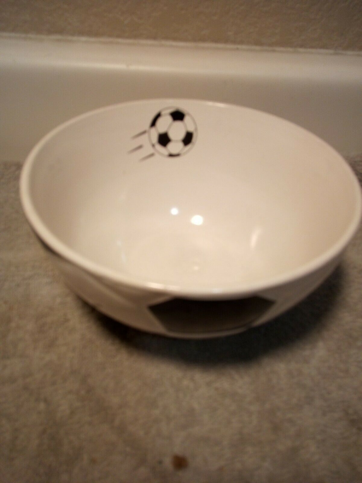 MULBERRY  SOCCER CEREAL SOUP BOWL----FREE SHIP--VGC