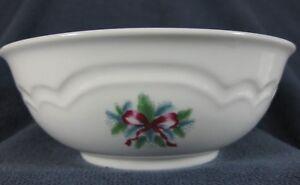 Pfaltzgraff-Red-Ribbons-8-034-Vegetable-Serving-Bowl-Christmas-Holiday-Stoneware