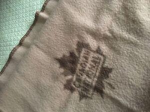 Vintage-CNR-Canadian-National-Railway-Maple-Leaf-Logo-Wool-Blanket