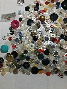 Vintage-Mixed-Lot-Buttons-Glass-Metal-Plastic-Wood-Mixed-Lot-Of-Buttons