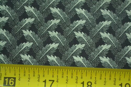 """Gray on Black Quilter/'s Cotton By-the-Half-Yard 45/"""" M4684"""