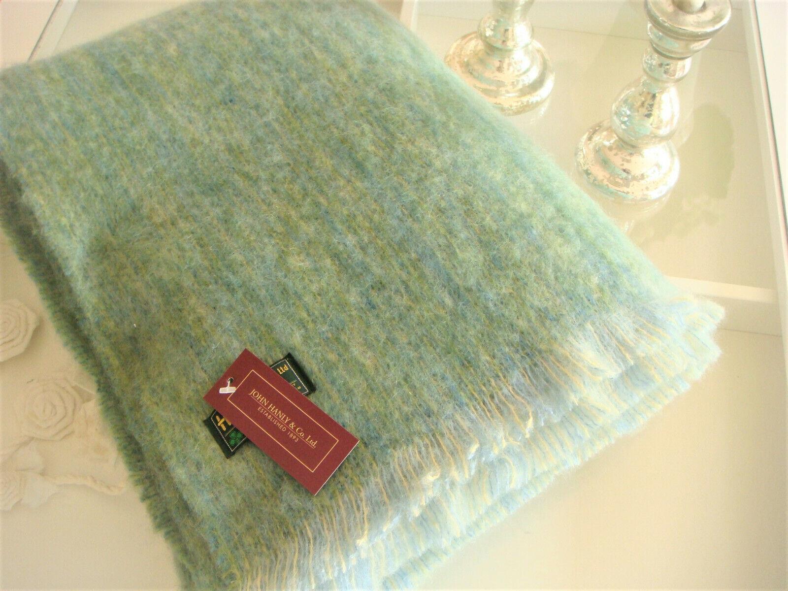 irische Mohairdecke Wolldecke von John Hanly in zartem Grün mit Blau bei L&R